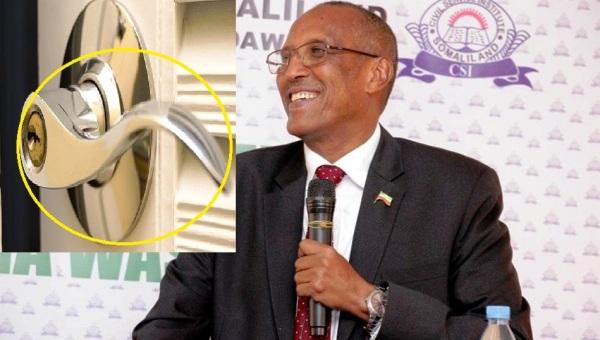 MADAXWEYNAHA SOMALILAND MUUSE BIIXI OO KA HADLAY NAANAYSTA HANDARAAB