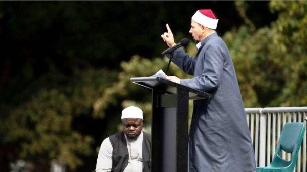 NEW ZEALAND Imaam Gamal Fouda, ayaa tujiyay salaadda JIMCAHA MUSLIMIINTA
