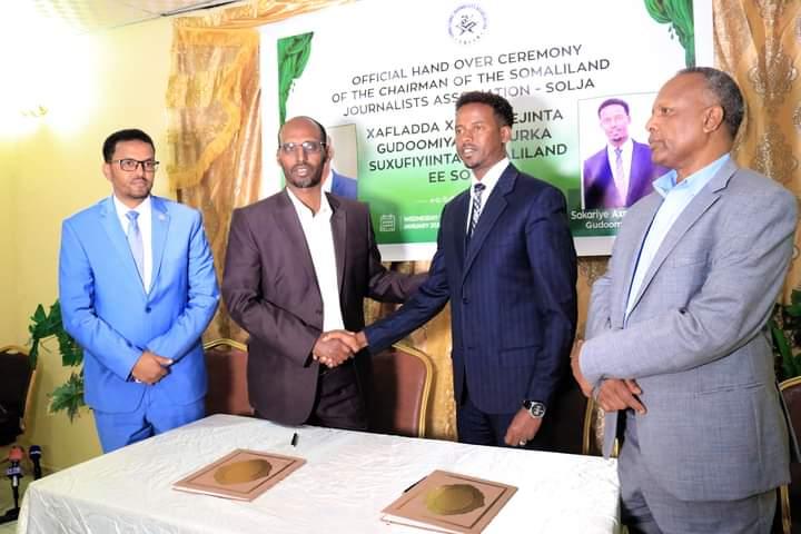 Guddoomiyaha Ururka Suxufiyiinta Somaliland ee SOLJA Sakariye oo xilka kala wareegay Guddoomiyihi hore Xuuto