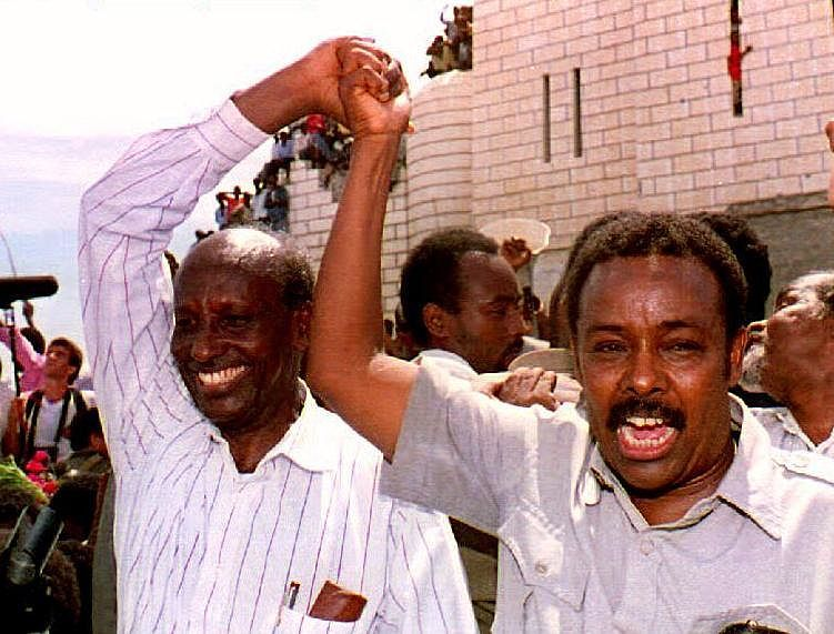 Cali Mahdi iyo Caydiid oo gacmaha isku heysa isusoobax midow ah oo Muqdisho ay ka sameeyeen 1992-kii