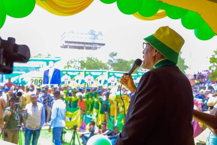 Madaxweynaha Somaliland oo Taageerayaasha KULMIYE ee Burco ah la hadlaya