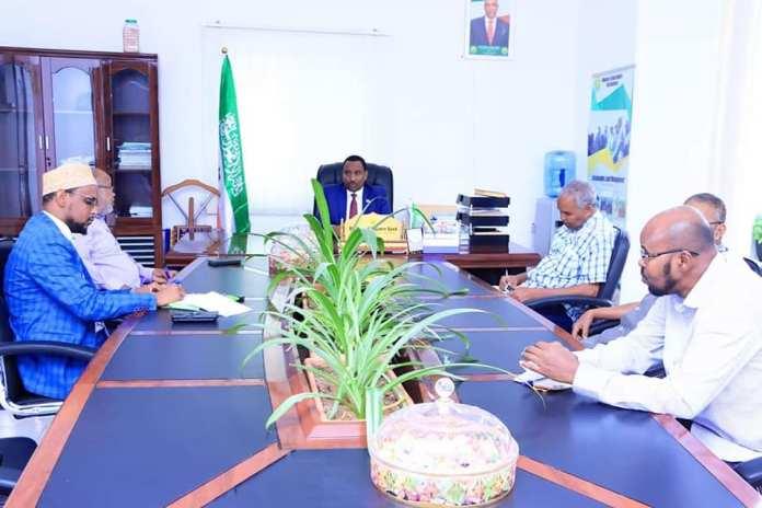 Wasiirka Beeraha Somaliland iyo Guddiga Dhaqaalaha ee Gollaha Guurtida